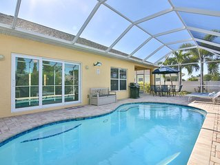 Villa Sandpiper! Only 3 Miles to Anna Maria Island! Private Pool, Wifi, Netflix