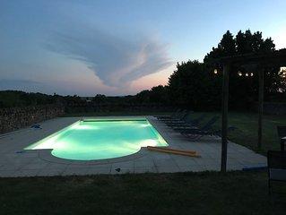 Ensemble de 3 maisons en pierre avec piscine chauffée  pour 12personnes