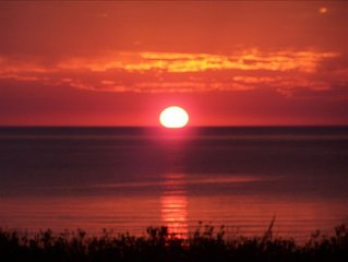 Beautiful Fall Color. Gorgeous Sunsets. Lovely Beachfront Homestead Condo
