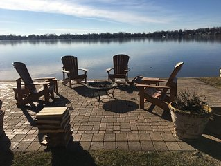 LAKE FRONT HOME - Great Boating, fishing & swimming!