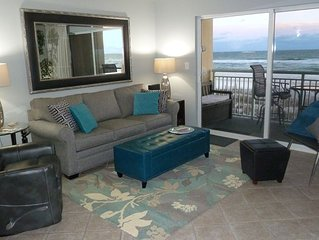 SNOW BIRDS LUXURIOUS GULF-FRONT CONDO. Heated pool, jacuzzi & fitness ctr.