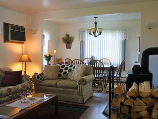COZY SKI GETAWAY! Only Minutes To White Pass! Family Friendly, Downtown Packwood