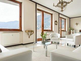 Un ampio e arioso appartamento con vista lago nella piazza più prestigiosa della