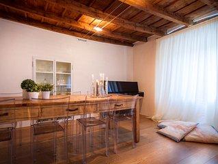 curato e moderno appartamento nella zona pedonale del centro.