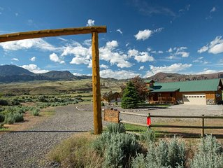 Wapiti Bear Den - Cozy Guest House With Amazing Views On The Road To Yellowstone