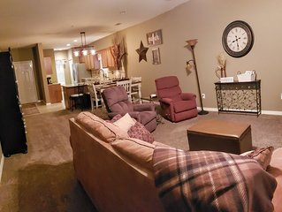 2BR Condo at Thousand Hills-Great Value! Great Vacation Spot! Close to strip!