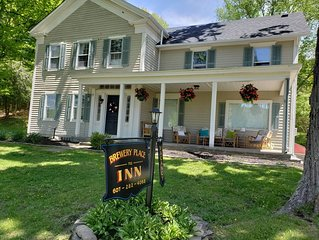 Only house walking distance to breweries! Gorgeous renovated 1850's farmhouse