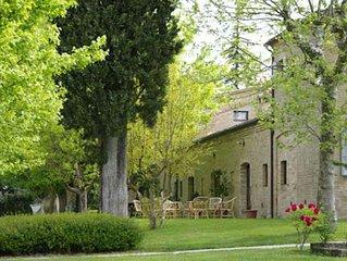 Residenza storica con piscina nel cuore delle colline marchigiane fino a 29 pax