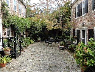 2 Bedroom Cottage in the center of town! Free Parking and Private Courtyard!