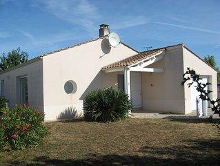 Villa contemporaine, 5 minutes à pied du village, 4.5km de la mer.