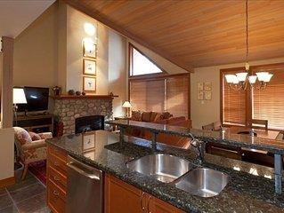 4 Bedroom (3 bedroom plus den) plus private hot tub at Montebello