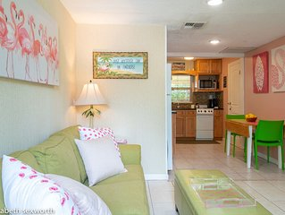 Flamingo Cottage: Romantic Tropical Retreat in Gulfport Waterfront District