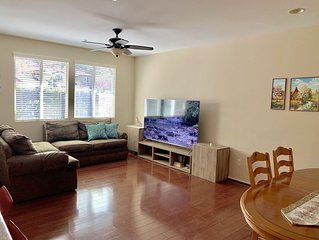3 bedroom townhouse in Valencia near the SixFlags