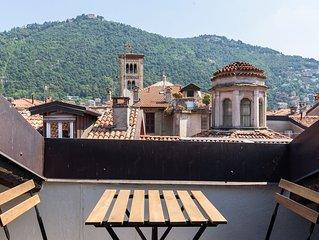 Elegante ed ampio appartamento in uno dei più prestigiosi palazzi di Como.