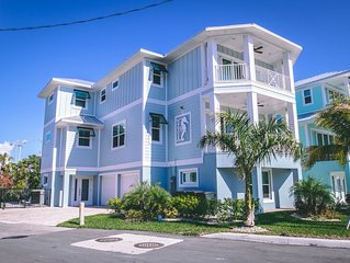 THE SEAHORSE/ ACROSS FROM BEACH/ 4/3- Ocean views, Pool home 25% off till Januar
