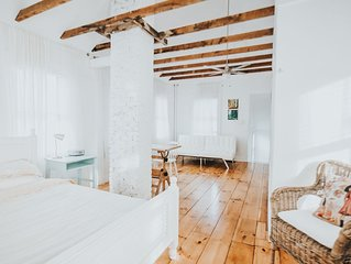 An authentic, rustic luxurious little home in Old Town