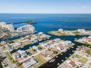 Waterfront private home on a canal off the Gulf, pool/w deck - pets OK,