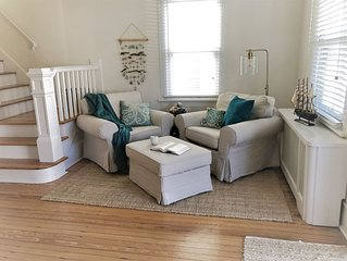 Comfortable 4bed/2bath cottage, 3 blocks from the beach!