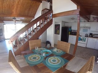 3 bedrm/2 bath rustic chalet beach house with a balcony ocean view on Grand Tur