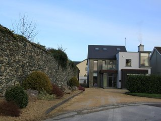 Killarney Luxury Spacious Home. Town Centre and National Park 5 mins walk.