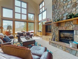 Enormous house with private hot tub, amazing views & room for everyone