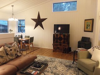 Charming & Private Downtown Sonoma Cottage - Walk to Plaza!