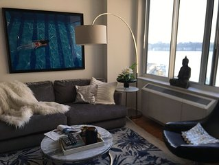 Jacob Javitz/Theater District Stunning designer NYC condo with water view