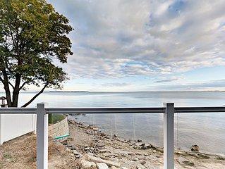 Stunning Lakefront Condo - 4 BR, 2 BA, Full Kitchen, Waterfront Deck - 10 ppl