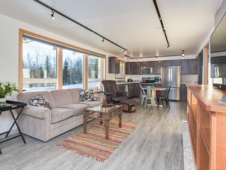 Nottingham House Downstairs: Upscale Home in the Hills, Affordable Luxury