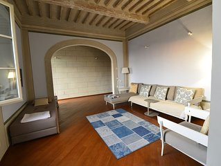 APARTMENT IN OLD TOWN IN PISA bright with views of rooftops and MONUMENTS.
