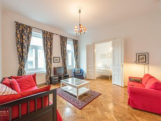 Large, comfortable, classic Crystal Apartment, centre of Budapest. near Opera