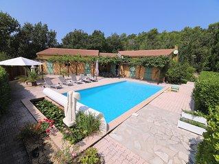 Villa de vacances, 195m2, 4 ch. 8 pers, plein sud, piscine 10m, terrain cloture