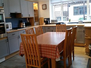 Cades House. 15 minute walk to Durham centre. 3 bedrooms/sleeps up to 9