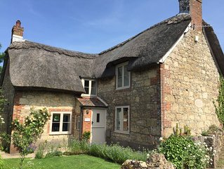 Luxury 5 star chocolate box thatched cottage close to west Wight beaches