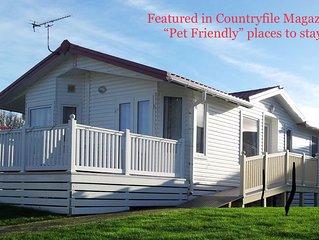 Harvey's Hideaway Lodge - 6Berth(Superior), Child & Pet Friendly, Private Beach
