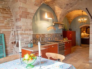 Palazzo Scarsini Apartment-14th century vaults - beautiful, unique and luxurious