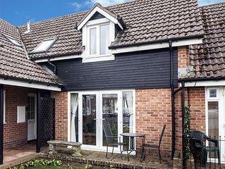 Riverside Holiday Cottage Nr The Iconic Wroxham Bridge. 2-Bedroom Pet-Friendly