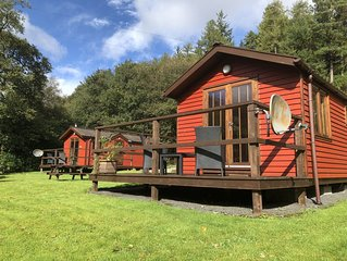 Lovely Riverside Lodge for two, by romantic Pucks Glen in the Argyll Forest Park