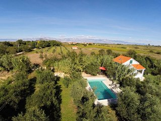 Casa in olivi con piscina. /Quiet escape in olive woods with swimming pool