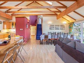Stunning 6BR Garden Villa [Sleeps 24] - Lovely Area [Glasgow & Loch Lomond]