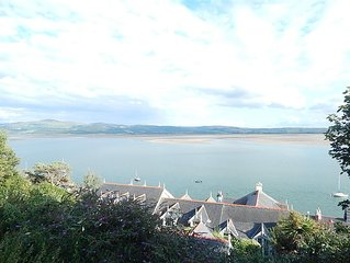 3 Bedroom Cottage, With Seaviews, Garden and in the Village Centre