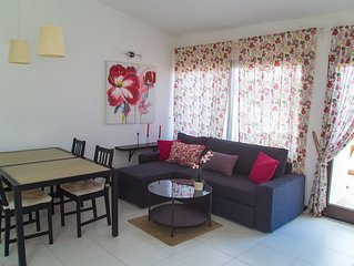Lovely 2 Bedroom Apartment with sea view terrace and free wi-fi