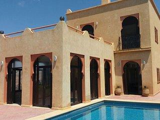 Villa haut standing à Mirleft,Front de Mer avec piscine privée sans Vis à Vis