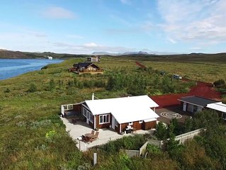 Luxurious Lake House In The Heart Of The Golden Circle, Hot Tub, Free WIFI.