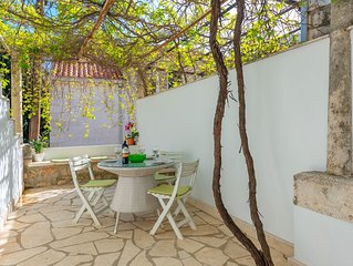 Lovely Terrace, Perfect Location: 3 Minute Walk to Old Town and Beach