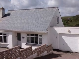 Cottage In Sought After Seaside Location with Parking - NEW TERRACE / FREE WIFI