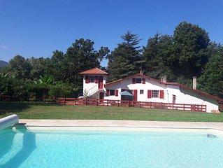 Villa basque avec piscine et vue sur la Rhune