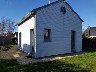 Tregastel maison bois sur la cote de granit rose a 300m du bord de mer, wifi.