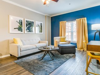 Cheerful 1BR w/ Pool in Downtown Near Shopping