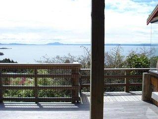 Panoramic Pukawa getaway - pet friendly